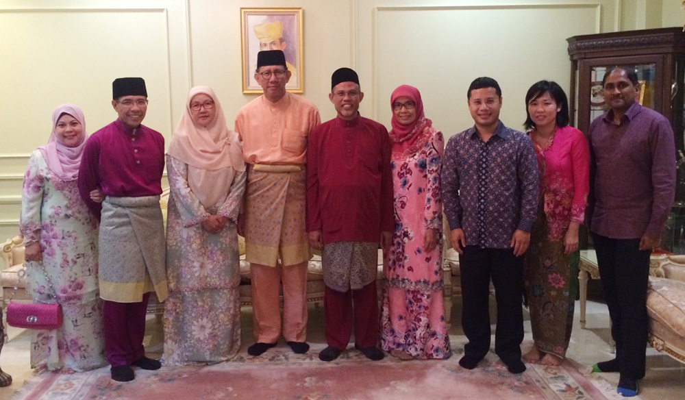 DEPUTY MINISTER OF DEFENCE WELCOMES SINGAPORE DELEGATION FOR HARI RAYA