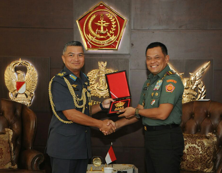 ROYAL BRUNEI AIR FORCE COMMANDER MAKES INTRODUCTORY VISIT TO INDONESIA