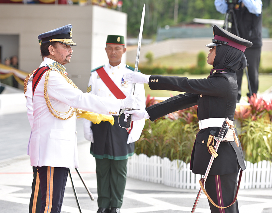 HIS MAJESTY GRACES SOVEREIGN'S PARADE FOR OFFICER CADETS OF 15TH INTAKE