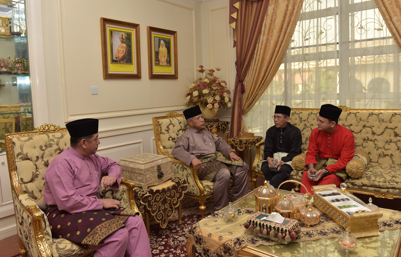 MINISTER OF DEFENCE II RECEIVES HARI RAYA VISIT FROM SINGAPORE MINISTERS