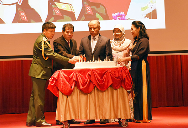 SECOND MINISTER OF DEFENCE ATTENDS RECEPTION TO MARK 75th ANNIVERSARY OF THE FOUNDING OF THE VIETNAMESE PEOPLE'S ARMY (VPA)