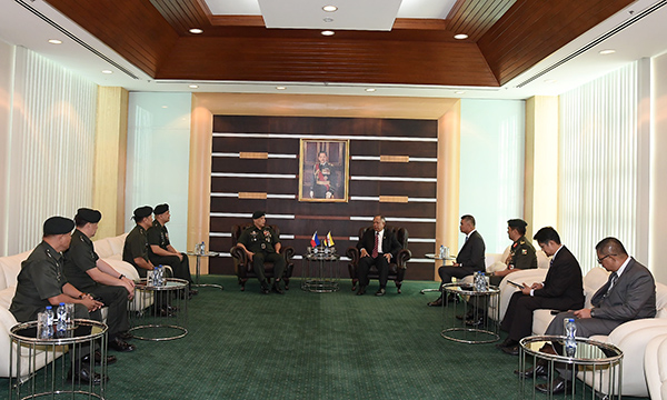 SECOND MINISTER OF DEFENCE RECEIVES COURTESY CALL FROM COMMANDING GENERAL OF THE PHILIPPINE ARMY