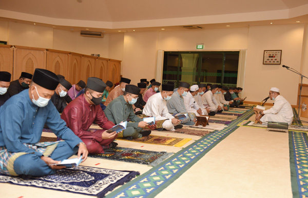 MINDEF AND RBAF HELD THE READING OF SURAH YAASIN AND TAHLIL CEREMONY IN REMEMBRANCE OF 40 DAYS AFTER THE PASSING OF AL-MARHUM DULI YANG TERAMAT MULIA PADUKA SERI PENGIRAN MUDA HAJI 'ABDUL 'AZIM