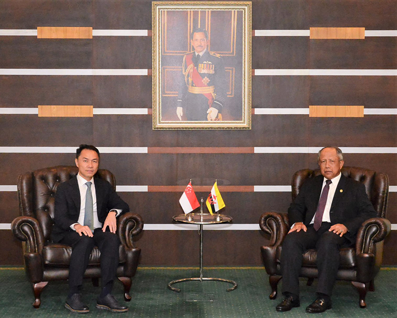 MINISTER OF DEFENCE II RECEIVES INTRODUCTORY CALL FROM HIGH COMMISSIONER OF THE REPUBLIC OF SINGAPORE TO BRUNEI DARUSSALAM