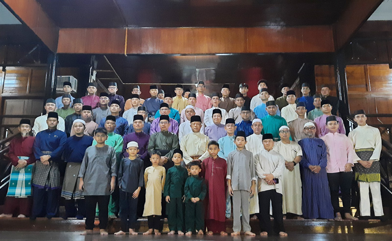 MINISTER OF DEFENCE II ATTENDS RELIGIOUS FUNCTION AT KG BEBULOH