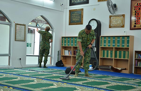 KAMPONG PUTAT MOSQUE CLEANING CAMPAIGN