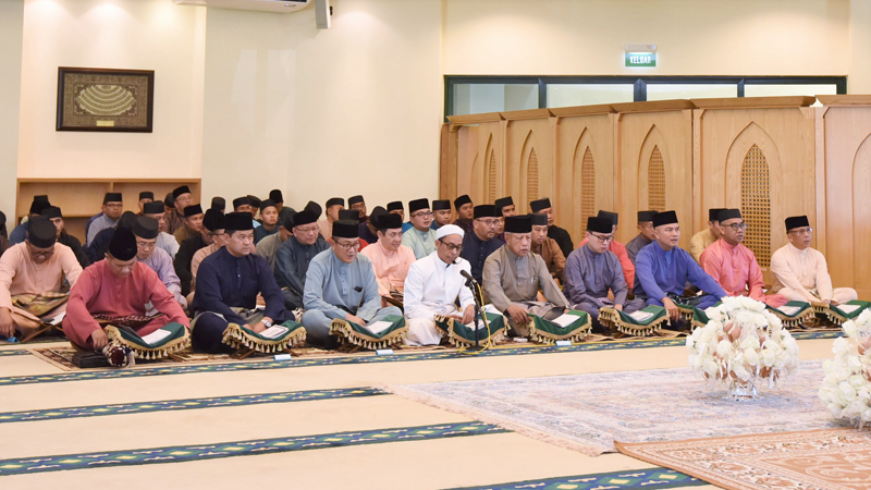 MINISTRY OF DEFENCE AND RBAF HOLD KHATAM AL-QURAN AND IFTAR EVENT WITH MUSLIM CONVERTS