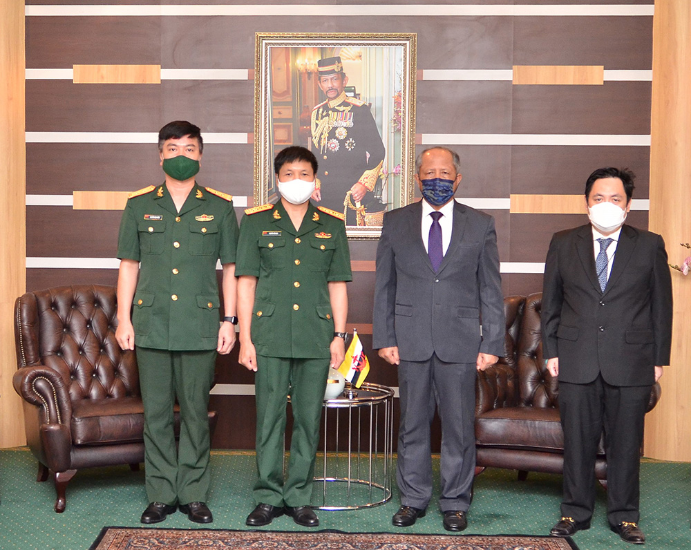 MINISTER OF DEFENCE II RECEIVES CALLS FROM OUTGOING AND INCOMING DEFENCE ATTACHÉS OF THE SOCIALIST REPUBLIC OF VIET NAM TO BRUNEI DARUSSALAM