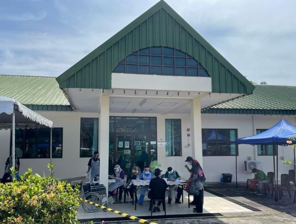 THIRD BATALLION ROYAL BRUNEI LAND FORCE PROVIDES TRANSPORTATION ASSISTANCE TO THE MINISTRY OF HEALTH MOBILE VACCINATION SERVICE